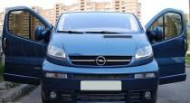 Декоративные реснички на фары Opel Vivaro (фото ExpressTuning)