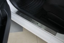 Накладки на пороги Ниссан Тиида 1 (защитные накладки Nissan Tiida 1)