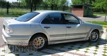 Лип спойлер на крышку багажника Mercedes W210 (сабля на Мерседес