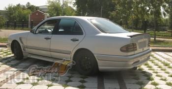 Тюнинг задний спойлер Мерседес W210 седан (накладка на багажник