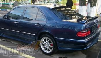 Тюнинг накладка спойлер на заднее стекло Mercedes W210 (фото, Ex