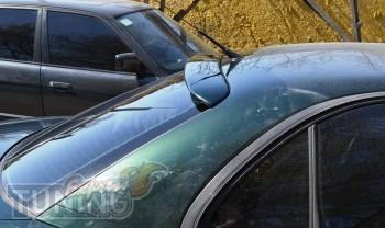 Накладка на заднее стекло Опель Омега Б (фото ExpressTuning)