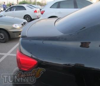 Накладка спойлер для Тойота Королла седан (фото спойлера Corolla