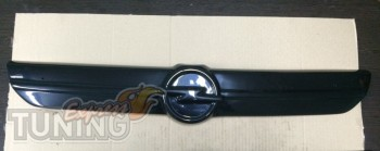 глянцевая решетка на радиатор Opel Vivaro 1