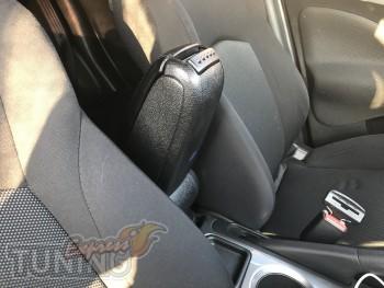 оригинальный подлокотник на Nissan Juke