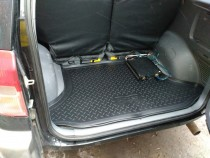 Коврик в багажник Tooyta Rav 4 2 резина