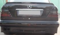 Накладка спойлер на багажник Mercedes W124 фото