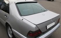 Оригинальный спойлер на багажник Mercedes W140 в кузове седан