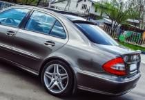 Спойлер-бленда на заднее стекло Мерседес W211 (установка на авто