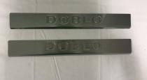 Хром накладки на пороги Фиат Добло 2 (хромированные защитные накладки Fiat Doblo 2)