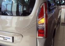 Хромированная окантовка на стопы Пежо Партнер 2 (хром накладки на стопы Peugeot Partner 2)