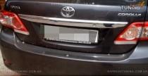 Хромированная накладка на багажник Тойота Королла Е150 (хром накладка над номером Toyota Corolla E150)