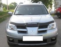 Мухобойка капота Митсубиси Аутлендер 1 с логотипом (дефлектор на капот Mitsubishi Outlander 1 с надписью)