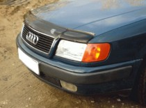 Черный дефлектор на капот Audi 100 C4 (установка мухобойки на ка