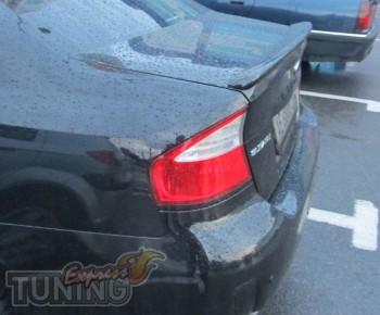 Задний спойлер на кромку багажника Субару Легаси Б4 (фото спойле