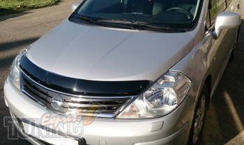 мухобойка Nissan Tiida 1