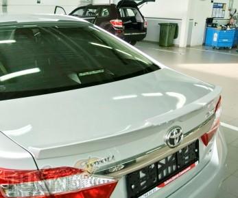 Накладка спойлер на крышку багажника Тойота Камри 50 (фото Expre