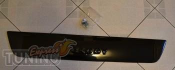 Пластиковая накладка решетки бампера Фольксваген Кадди (фото зим